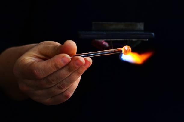 cam ürün yapımı - isı sıcaklık stok fotoğraflar ve resimler