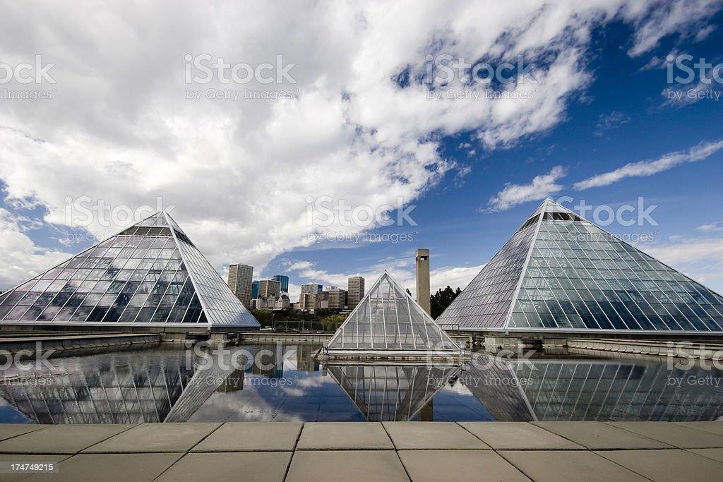 Piramide di vetro (serie quattro - foto stock