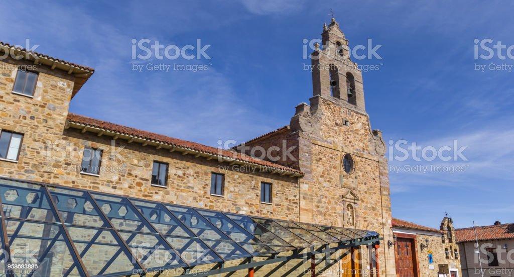 Techo de vidrio e Iglesia de San Francisco de Astorga, España - foto de stock