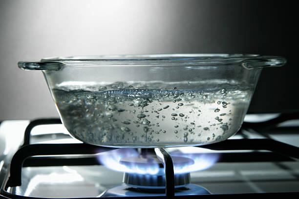 glass saucepan - steelpan pan stockfoto's en -beelden