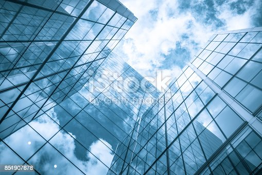 490774222istockphoto Glass skyscraper reflecting the blue sky 851907678