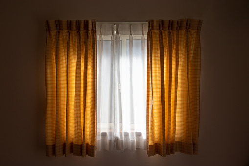 Glass window and shading curtain