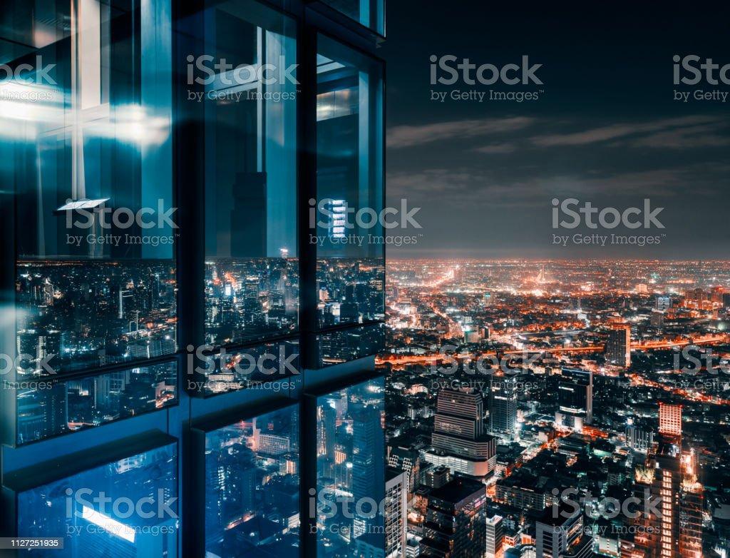 Glass window with glowing crowded city - Royalty-free Acima Foto de stock
