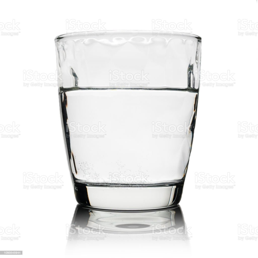 飲料水は、白で隔離とガラス ロイヤリティフリーストックフォト