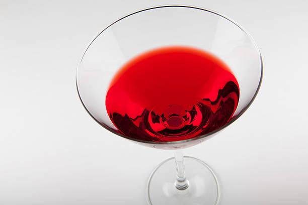 glas mit roten drink in der - liliana stock-fotos und bilder