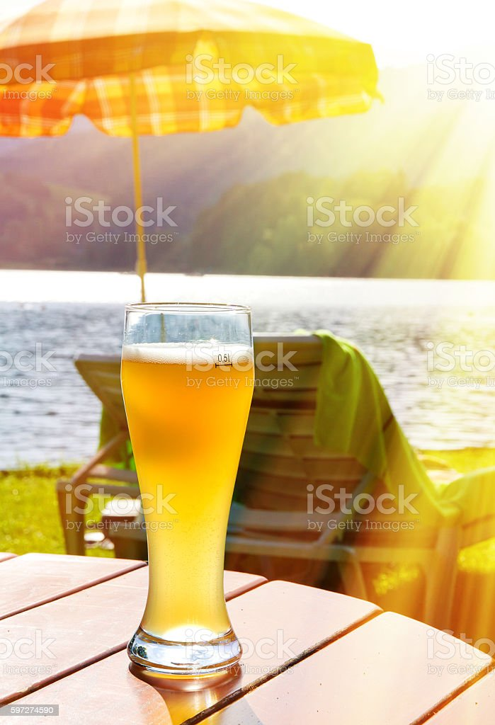 Glass with wheat beer on bavaria in the sun Lizenzfreies stock-foto