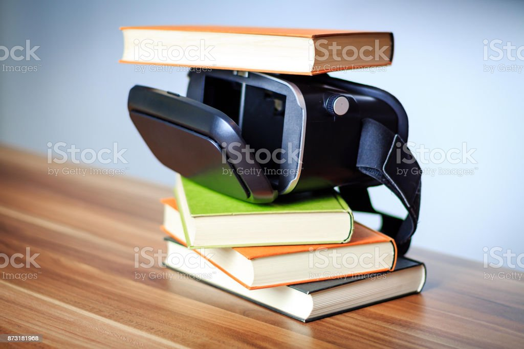 VR glasses and books on a table symbolizing digital learning.