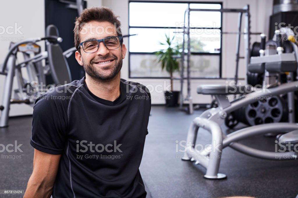Brillen-Mann lächelnd - Lizenzfrei 30-34 Jahre Stock-Foto
