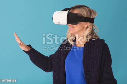 609822310istockphoto 3D glasses headset 877366138