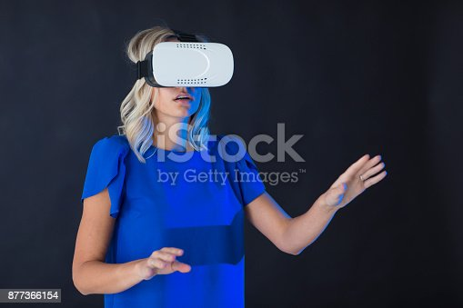 609822310istockphoto 3D glasses headset 877366154