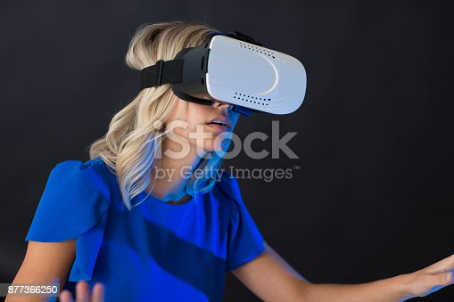 609822310istockphoto 3D glasses headset 877366250