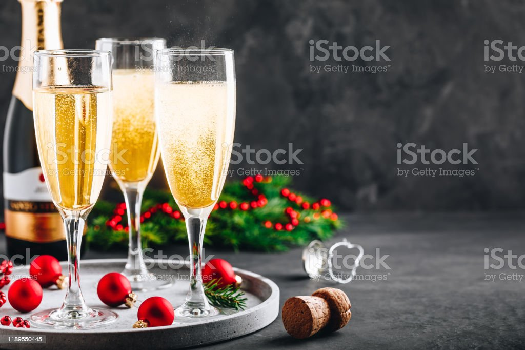 Christmas Cocktails 2020 Prosecco Glasses Of Champagne Or Prosecco Christmas And New Year Holidays