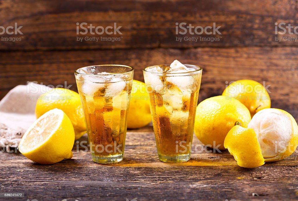 Gafas de limón té con hielo foto de stock libre de derechos
