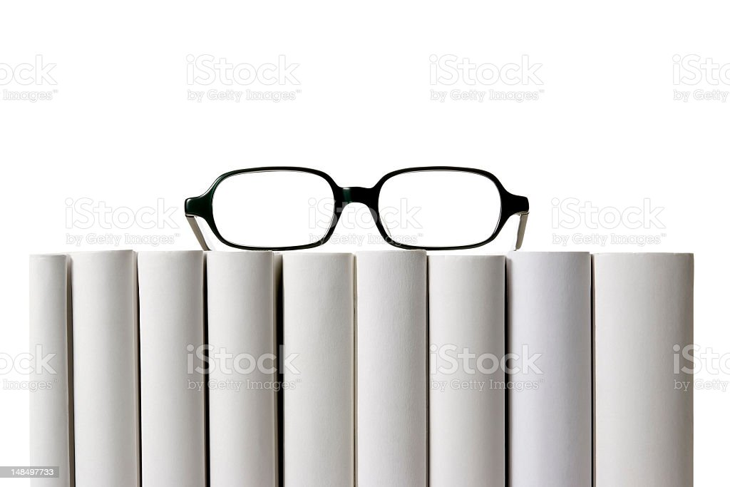 Okulary Na Wiersz Puste Książki Kręgosłupa Na Białym Tle