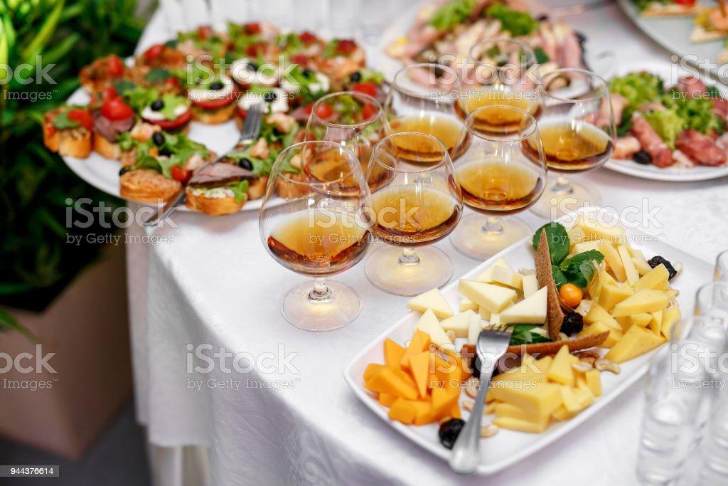 Gläser mit Cognac oder Brandy auf Event-catering – Foto