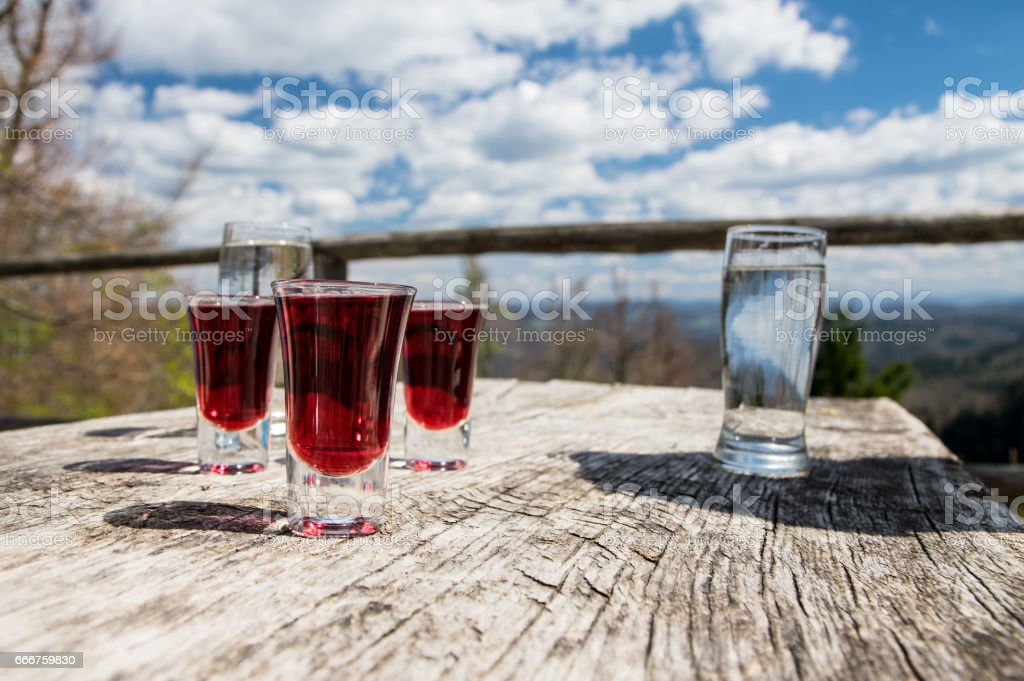 Glasses with liquor on wooden table with scenic view foto stock royalty-free