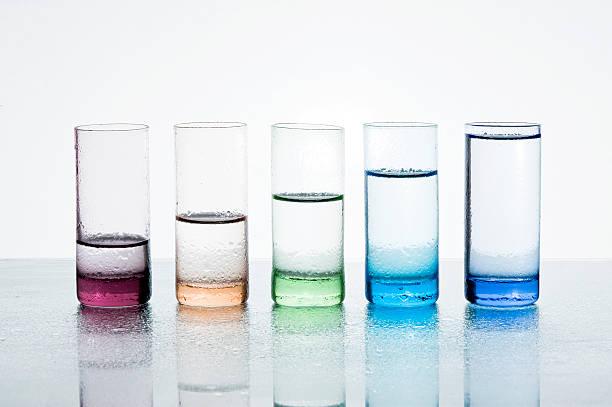 Gafas con agua - foto de stock