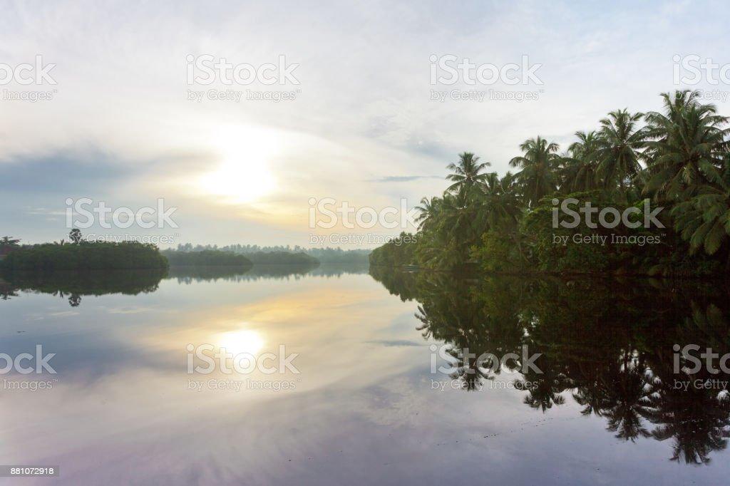 Glasige Oberfläche; See-Marawila – Foto