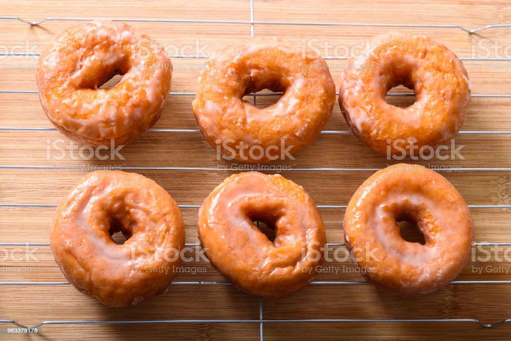 Glazed donuts on a rack top view - Zbiór zdjęć royalty-free (Bar kawowy)