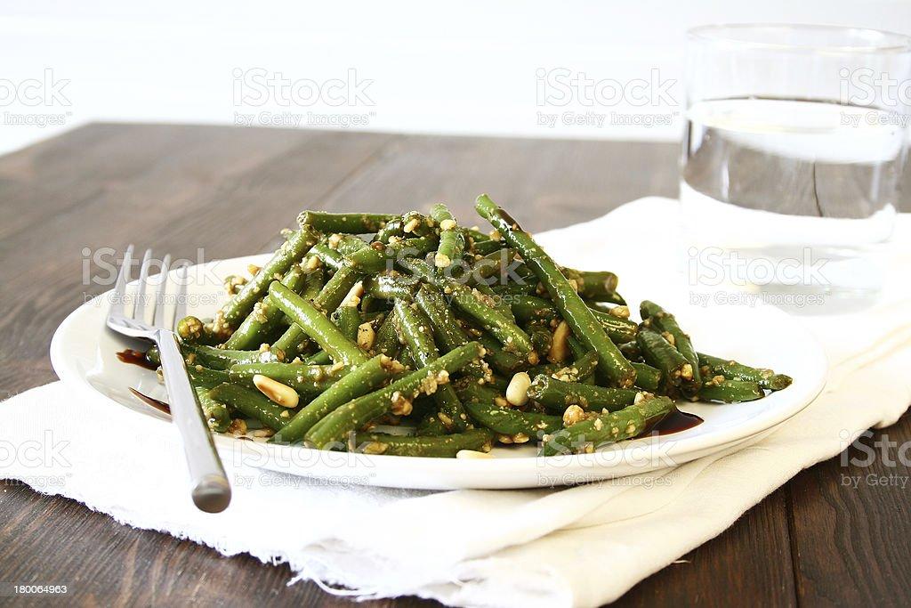 Kandierter Grüne Bohnen-Salat mit Pinienkernen – Foto