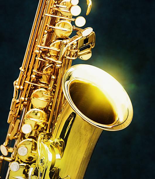 gleaming golden saxophone in close up - altsaxophon stock-fotos und bilder