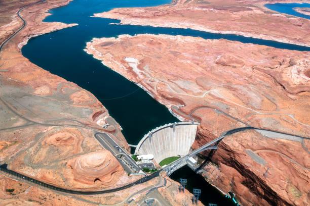 glen canyon dam, colorado river, aerial view, arizona, usa - colorado plateau stock-fotos und bilder