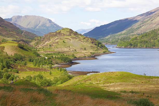 glencoe, die schottischen highlands - see loch leven stock-fotos und bilder