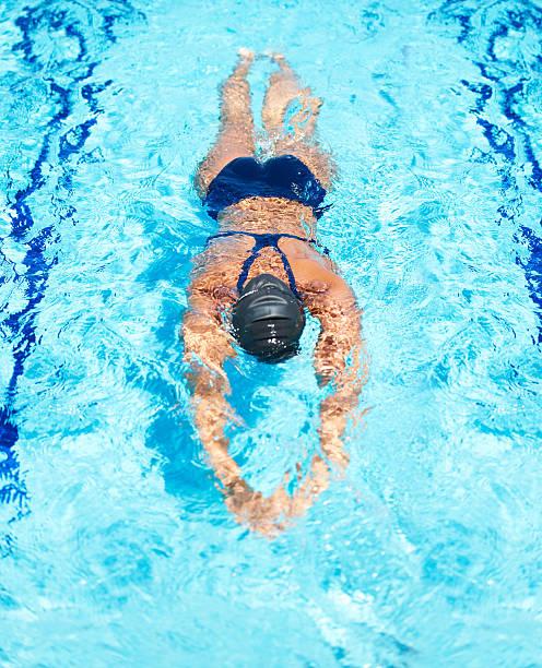 delta perfectamente a través del agua - vuelta completa fotografías e imágenes de stock