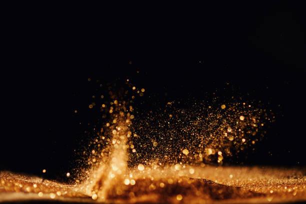 Glitzernde Vintage-Lichter Hintergrund. Gold und Schwarz. De focused – Foto