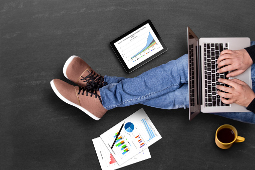 istock Global business growth graph analyzing with laptop 525811918