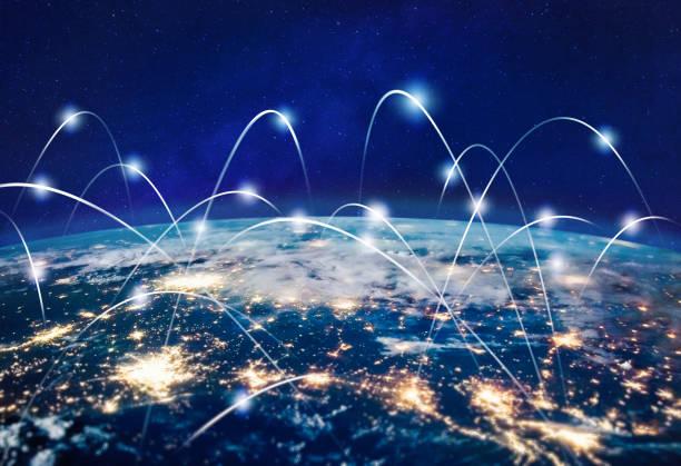 global kommunikationsteknik och telekommunikation finansiellt nätverk runt planeten jorden. blockchain och kryptovaluta concept med copyspace. iot-och 5g-koncept. delar av detta foto möblerat av nasa - global bildbanksfoton och bilder