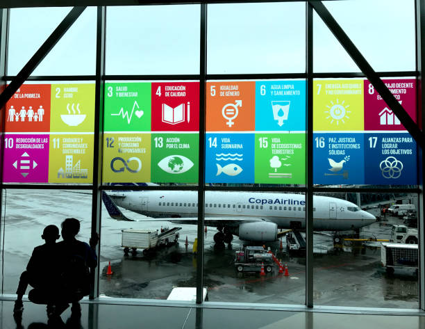 global goals displayed in spanish at the airport - united nations стоковые фото и изображения