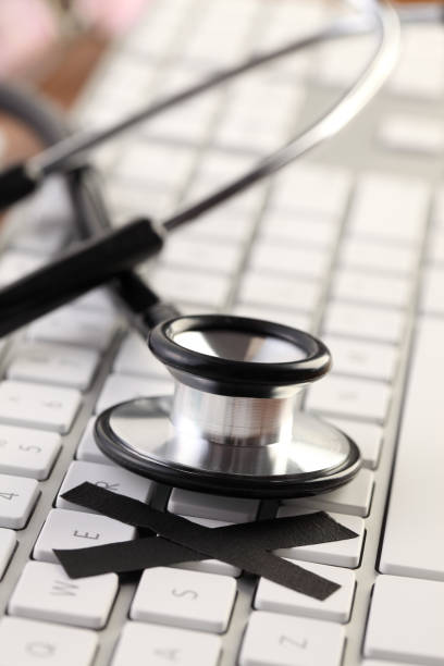 Global Healthcare Stethoscope on laptop keyboard 病院 stock pictures, royalty-free photos & images