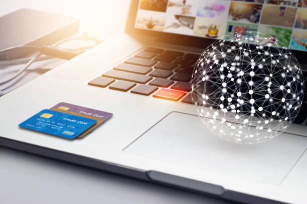 Réseau mondial avec carte de crédit et le bouton de paiement sur portable, achats en ligne concept - Photo