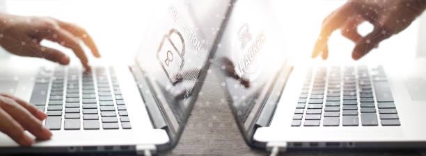 seguridad de red global. empresario de trabajo protección datos sistema información y ataque hacker en una conexión de red en la computadora portátil. cyber futuro digital tecnología. - robo de identidad fotografías e imágenes de stock