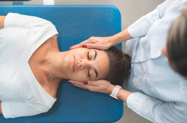 GPR - Global Postural Re-education, doctor holding patient's head Chiropractic Adjustment, Massage Therapist, Massaging, Shoulder, Recovery osteopathy stock pictures, royalty-free photos & images