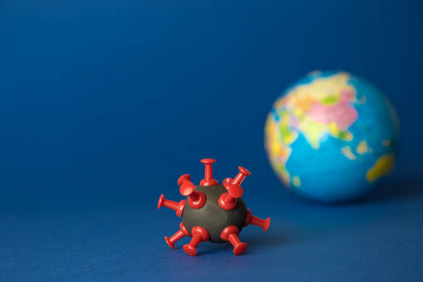 Resumen de aislamiento de cuarentena global hecho de virus corona covid-19 célula y globo terráqueo. - foto de stock