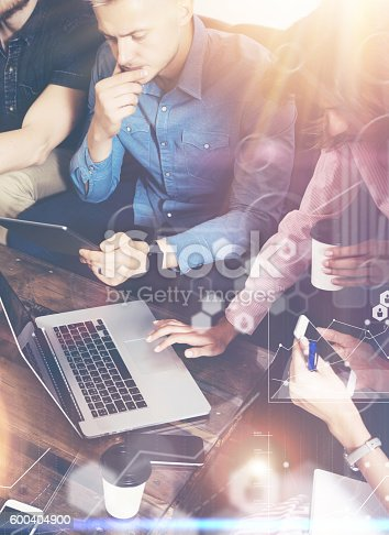 istock Global Strategy Connection Virtual Icon Graph Interface Diagram Marketing Research 600404900