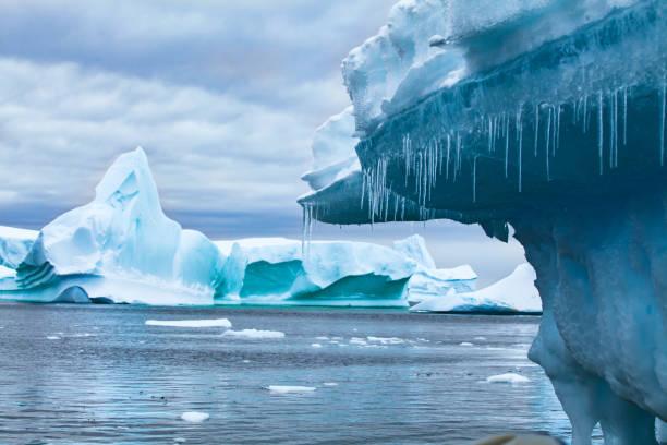 지구 온난 화와 기후 변화 개념, 남극에서 녹는 빙산 - 빙하 뉴스 사진 이미지