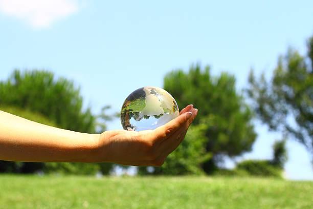 Globus in der hand – Foto