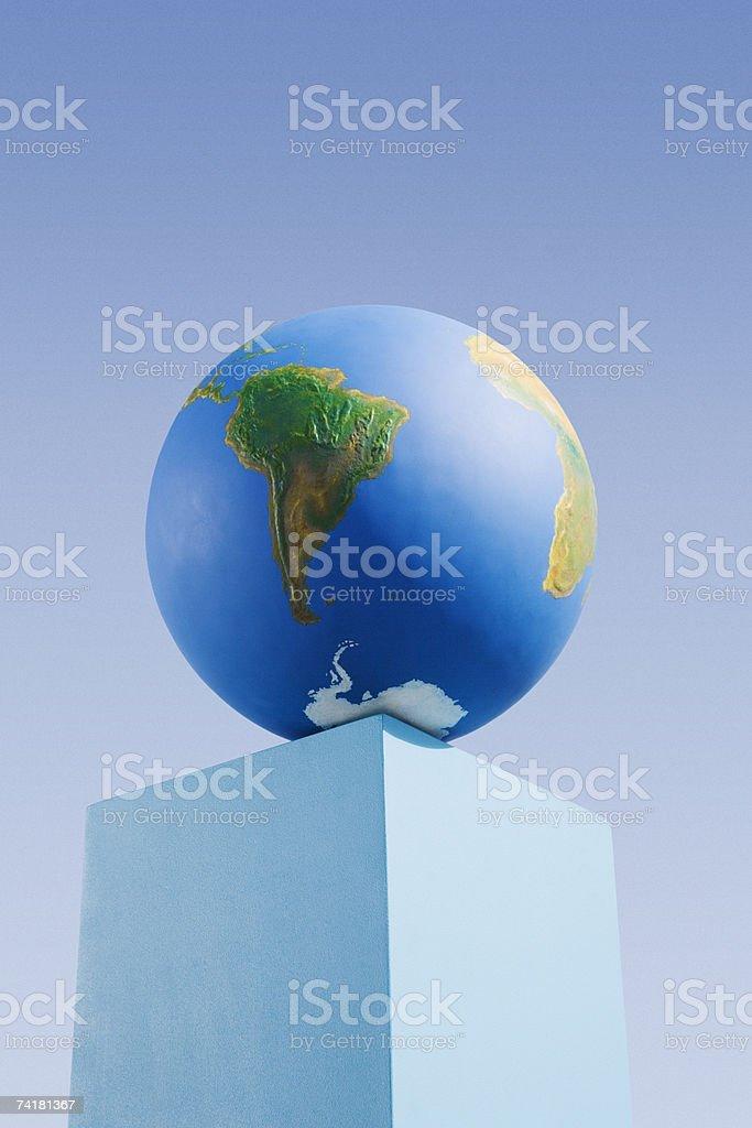 Globo em pedestal ao ar livre foto de stock royalty-free