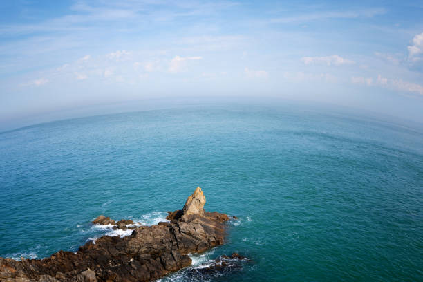 globe terrestre rochers côte bretonne - english channel stock pictures, royalty-free photos & images