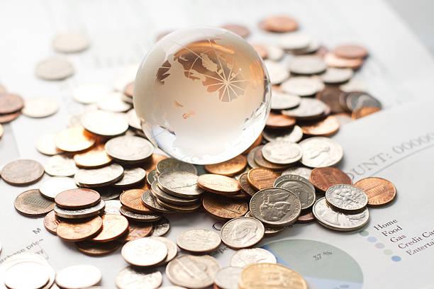 Globo con dinero - foto de stock