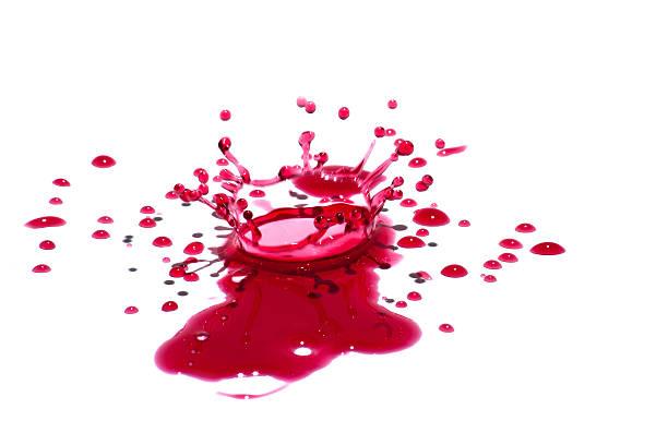 glänzende rote flüssige tropfen (farbspritzern), isoliert auf weiss - weinsoße stock-fotos und bilder
