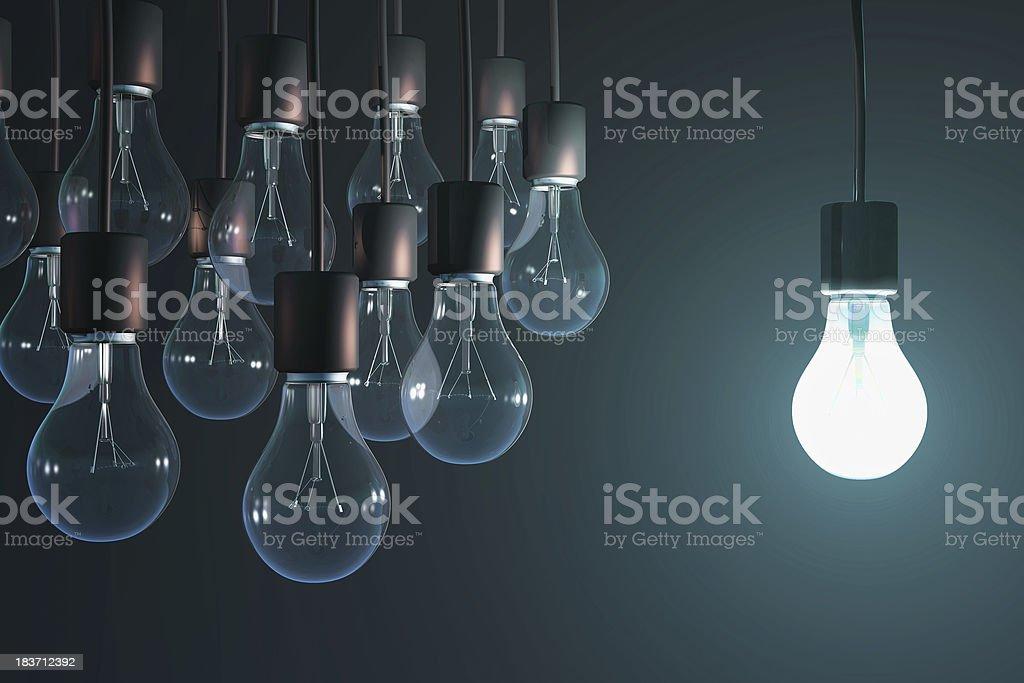 Leuchtende Glühbirne in der gray - Lizenzfrei Geistiges Eigentum Stock-Foto