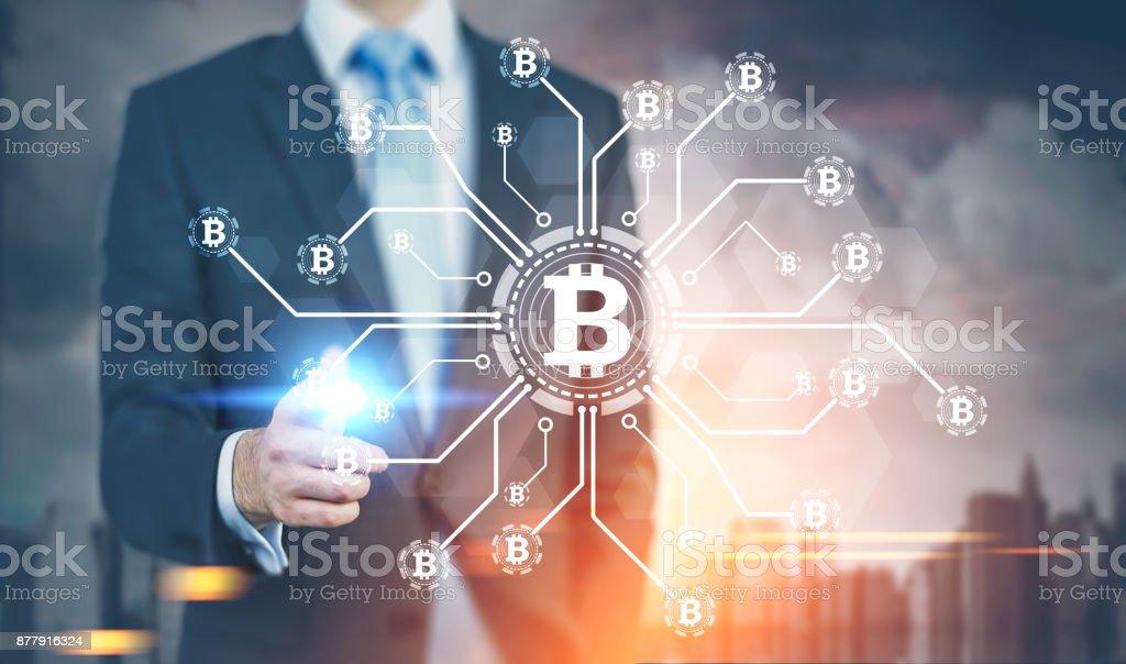 Empresario de dedo que brilla intensamente, red bitcoin - foto de stock