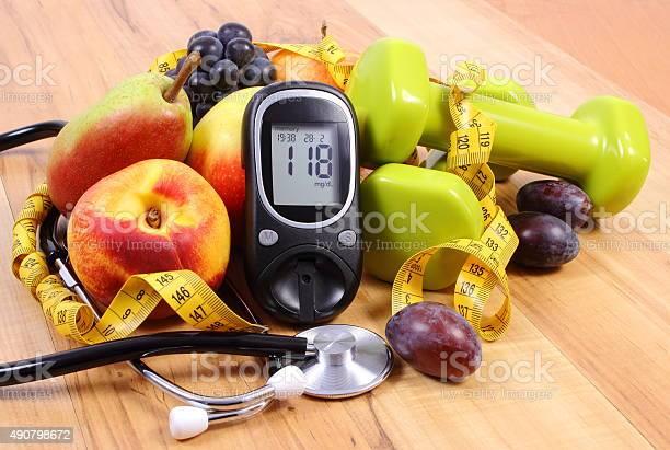 Glucose Großen Mit Medizinische Stethoskop Obst Und Hanteln Stockfoto und mehr Bilder von 2015