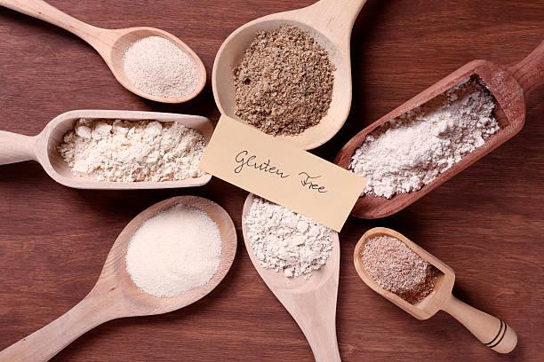 des plats sans gluten flours avec label - sans gluten photos et images de collection