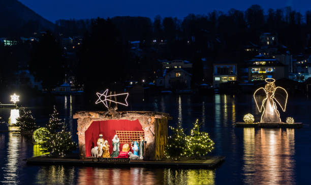 Gmunden, Advent, Schloss, christmas market on the lake traunsee