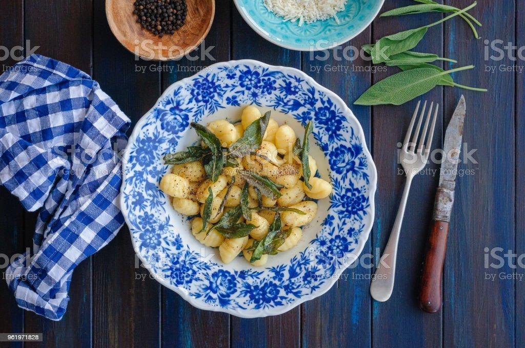Gnocchi mit Salbei, Butter und Pfeffer – Foto